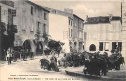 33-MONSEGUR- PRES LA REALE, UN COIN DE LA PLACE DU MARCHE - France