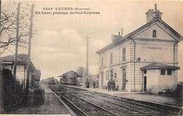 33-VAVRES- EN GARE , PASSAGE DU SUD EXPRESS - France