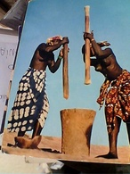 AFRICA IN PICTURES WOMEN GRINDIG SENO NUDO MACINANO GRANO N1975 GU3033 - Guinea Francese