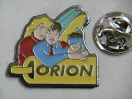 Pin's - ORION Voyages Reisen - Ski Surf étiquette De Bagages - Trademarks