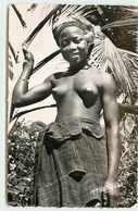 GUINEE JEUNE FILLE SEINS NUS - Guinée Française