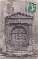13. ARLES. Porte Renaissance, Rue Dulou. 141 - Arles