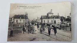 CHERBOURG * MANCHE - CPA TRES ANIMEE - CARREFOUR DU PONT TOURNANT ET RUE DU VAL DE SAIRES - COLLECTION AD - Cherbourg