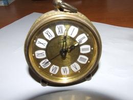 Ancien  Petit Reveil De La Marque Goldbuhl  Dia 6 Cm  H =  9 Cm - Alarm Clocks