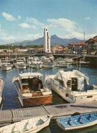 CIBOURE - Le Port Avec Ses Bateaux De Plaisance Dominés Par Le Phare - Du Rocher 20 B - écrite En 1974 - Tbe - Ciboure