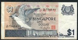 SINGAPORE P19 1 DOLLAR 1976  Prefix A/97  VF NO P.h. ! - Singapour