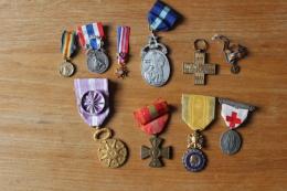 Lot De 10 Medailles Militaires à Identifier - Medals