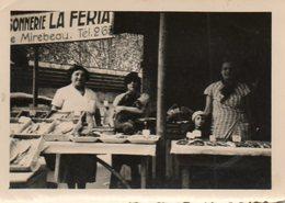 Photo 9 X 6.5 Cms.  Commerce Poissonnerie La Feria, Peur être à 86. MIREBEAU; - Professions