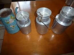 Lot De 4 Récipients ,dont 3 Pots A Lait En Aluminium Et 1 Cafetière En Métal émaillé (vente à Choix Possible) - Autres