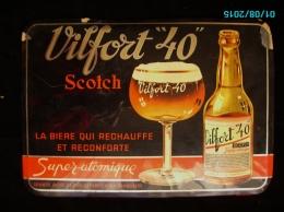 POC1    009   .BIERE VILFORT  40 SUPER ATOMIQUE  TOLE DE 34 X 24  VOIR ETAT - Liquor & Beer