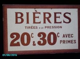 POC1    014   . BIEREs  Tirees  RARE  CARTON DUR DES BISTROTS DE 1900   50 X 30 PARFAIT ETAT - Alcoholes