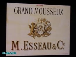 POC1    024  . .GRAND MOUSSEUX   M.ESSEAU Max SIDAINE  DORURES  ETAT DU NEUF CARTON DUR 42 X 33 Vers Années 30 - Alcoholes