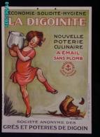 POC1    029  ..Signé POULBOT   POTERIE CULINAIRE  LA DIGOINITE Carton De  53x38  Digoin  Fillette Cuisine Vers 1900 - Paperboard Signs