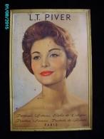 POC1   041  .PARFUM L.T. PIVERT  35 X 23  TOLE  ANNEES 30 40   PRODUITS DE BEAUTE  FEMME  COIFFURE PARFUM - Advertising (Porcelain) Signs