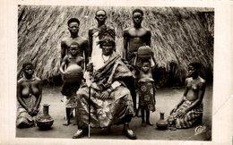 RPPC Le Chef Féticheur Sligbo Klounon Et Ses Servants à HOUINOIÊ   SEINSNUSASIA   AFRICA Y AMERICA - Benin