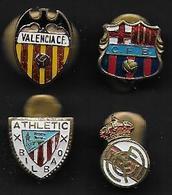 Football - 4 Insignes De Clubs Espagnols - Soccer