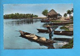 GAB 10 - Gabon - L'Afrique En Couleurs - Scène De Vie Riveraine - Pirogue - Gabon