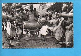 GAB 14 - Gabon - Tam-tam Et Danses Près De Lambaréné - Gabon