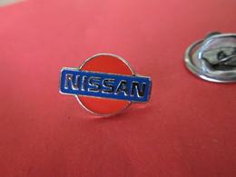 PIN'S    Logo  NISSAN - Badges