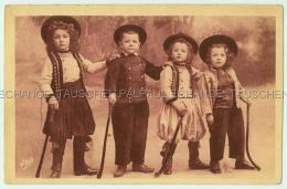 Jeunes Bretons  Jeu Hoeckey Folklorique Mode Enfants - Children