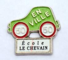 Pin's Personnalisable école - ECOLE LE CHEVAIN (72) - 50 EN VILLE - Voiture Verte - H323 - Administrations