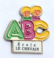 Pin's Personnalisable école- ECOLE LE CHEVAIN (72) - ABC - H325 - Administrations