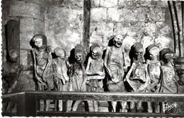 BORDEAUX - LE CAVEAU DE SAINT MICHEL - UN GROUPE DE MOMIES (LA FAMILLE EMPOISONNÉE) - Bordeaux