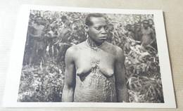 Femme Seins Nus - Scarification - Cameroun - Tatouage En Relief - Cameroun