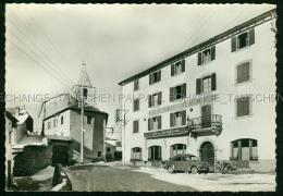 Odeillo Voiture Ancienne Renault R4 Automobile Hotel Cafe Du Coq Hardi Clocher Font-Romeu-Odeillo-Via Saillagouse 66 Pyr - Autres Communes