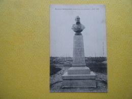 BLOIS. L'Hospice Dessaignes. Le Buste De Philibert Dessaignes. - Blois