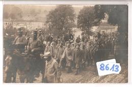 8613 CARTE PHOTO MILITAIRE PRISONNIERS A IDENTIFIER - Cartoline