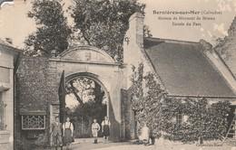 Calvados : BERNIERES-sur-MER : Maison De Moysant De Brieux  Entrée Du Parc ( état Mauvais ) - France