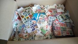 F1012 LIQUIDATION CARTON TIMBRES MONDE SANS PAPIER PAR MULTIPLES A TRIER COTE++ POIDS 2.5KG DÉPART 20€ - Lots & Kiloware (mixtures) - Min. 1000 Stamps