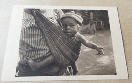Congo Français - Bébé Sur Sa Mere - Congo Francese - Altri