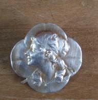 Ancienne Broche Art Nouveau Trèfle A 4 Feuilles Avec Femme - Brooches