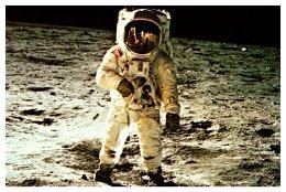 Apollo 11 On Moon Astonaught Ed Aldrin Walks On Surface - Space