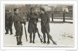 MILITARE MENTRE INCROCIANO LE BAIONETTE INTERNO CASERMA - 1935/38 - NV FP - Photographs