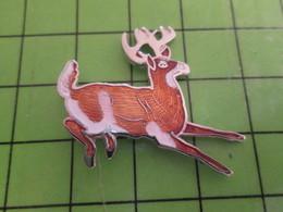 513H Pin's Pins / Beau Et Rare : Thème ANIMAUX / RENNE DU PERE NOEL - Tiere