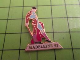 613a Pin's Pins / Beau Et Rare : Thème SPORTS / TAUROMACHIE CORRIDA TORERO MADELEINE 92 Sans Proust - Bullfight - Corrida