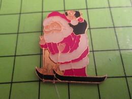 613a Pin's Pins / Beau Et Rare : Thème NOEL / PERE NOEL SUR DES SKIS Fais Pas Ton Schumacher , Hein !! - Weihnachten