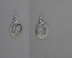 Médaille De St Christophe1830 Poinçonnée En Argent 0,3g - Religion & Esotérisme