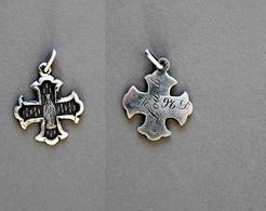 Médaille De N.D De Lourdes Poinçonnée En Argent 1,1g - Religion & Esotérisme