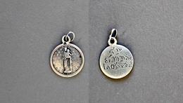 Médaille De N.D De La Garde Poinçonnée En Argent 0,9g - Religion & Esotérisme