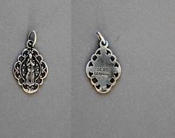 Médaille De Sainte Germaine De Pibrac Poinçonnée En Argent 0,8g - Religion & Esotérisme