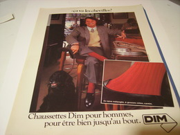 ANCIENNE AFFICHE  PUBLICITE CA VA LES CHEVILLE CHAUSSETTES DIM 1974 - Vintage Clothes & Linen