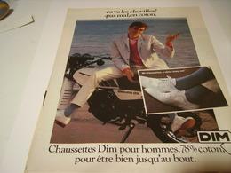 ANCIENNE AFFICHE  PUBLICITE CA VA LES CHEVILLES CHAUSSETTES DIM 1974 - Vintage Clothes & Linen