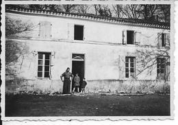 LA CLUSE (Hautes-Alpes) - Soldat Français, Enfants - Corps De Ferme - Photographie - 18 Mars 1945 - Guerre 1939-45 - WW2 - Guerre, Militaire