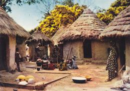 AFRIQUE EN COULEURS / VILLAGE AFRICAIN - NON SITUE - - Cartes Postales