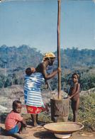 AFRIQUE EN COULEURS /  PREPARATION DU REPAS / NON SITUE - TIMBRE COTE D'IVOIRE AU VERSO - Cartes Postales