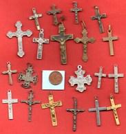 Lot De  20 Croix Crucifix   / MEDAILLE RELIGIEUSE - Religion & Esotérisme